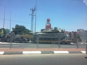 Movimento militar nas estradas de Israel em direção à Gaza, uma semana antes da fase terrestre da operação israelense.
